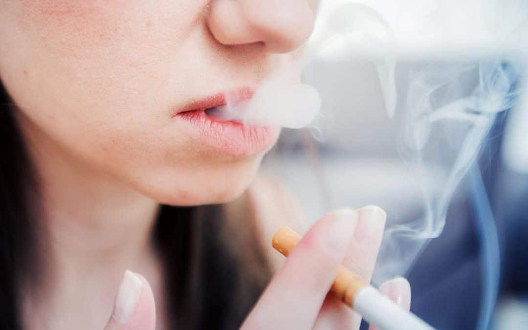 Warum Rauchen für Deine Zähne schlecht ist